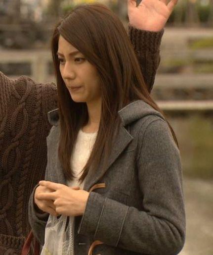 冬物コートの松下奈緒さん